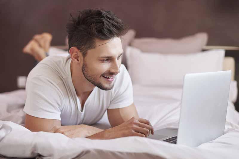 Száguldás, cyberszerelem, avagy így hat az internet a valós kapcsolatokra
