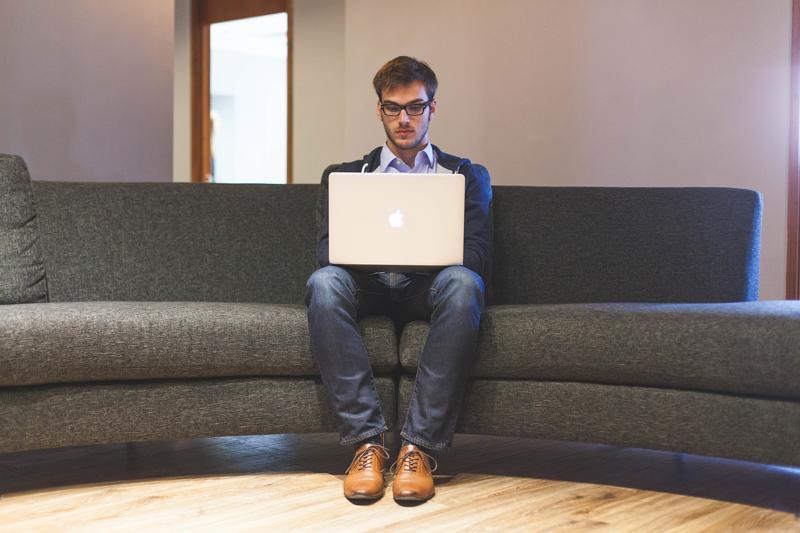 Az internetfüggőség a depresszió jele